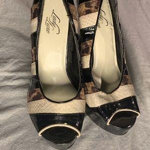 Animal-Print, Man-Slayer Lady Luxe Stripy Heel!